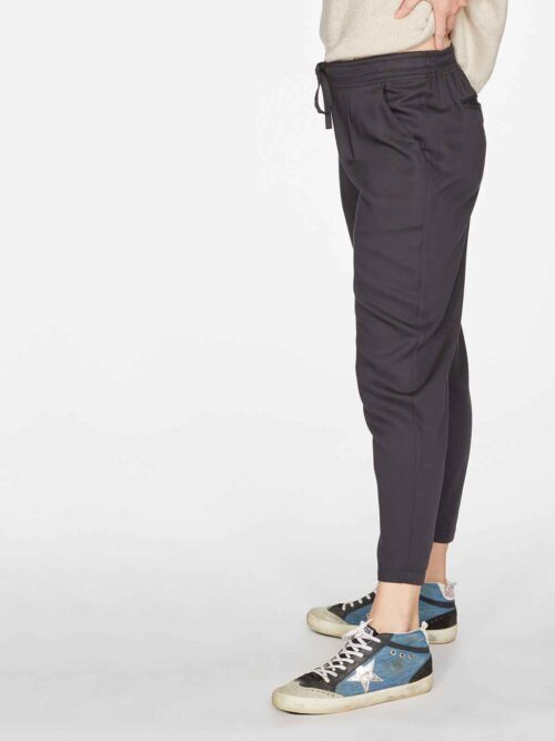 WSB4612-BLACK–Katie-Bamboo-Drawstring-Tailored-Trousers-in-Black-4